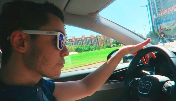 TheGref conduciendo